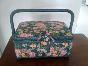 Sewing box size 9x5x6 for Sale in Orlando, FL