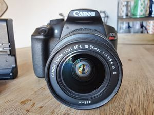 Canon t6 - DSLR in Excellent condition for Sale in Riverside, CA