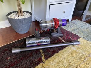Dyson v10 cordless vacuum for Sale in Hooksett, NH