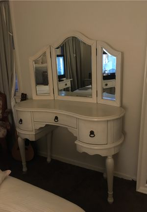 Antique Style White Vanity/ Tocador Estilo Antiguo Blanco💜💕 for Sale in South Gate, CA