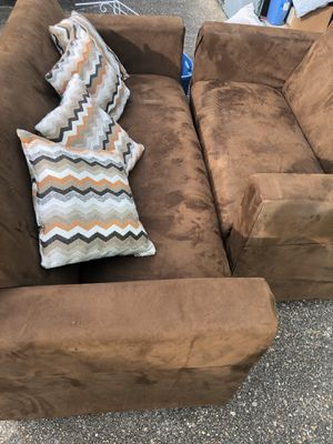 Nice clean couch and love seat for Sale in Memphis, TN