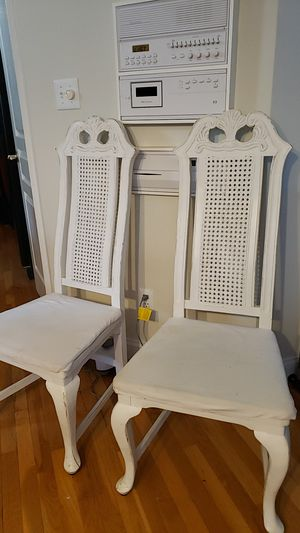 6 dining room chairs. No table. Need tighten up the bolts for Sale in Chesterfield, VA