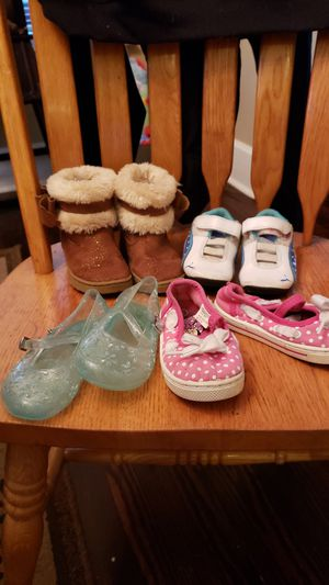4 pair toddler girls size 7 shoes for Sale in Middletown, OH