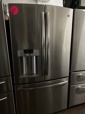 General Electric French style stainless steel refrigerator for Sale in San Juan Capistrano, CA