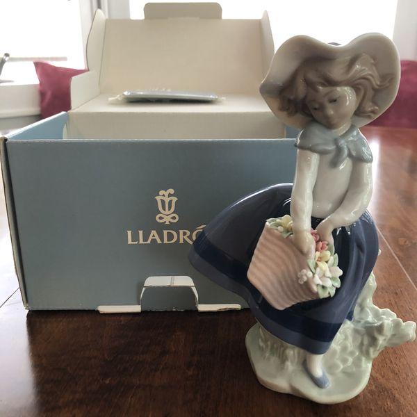 """Lladro """"Linda con Capazo / Pretty Pickings"""" Mint Condition"""