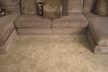 3-Piece Sectional Sofa w/ Throw Pillows for Sale in New Baltimore,  MI