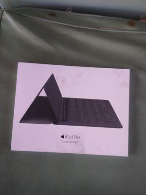 Ipad pro smart keyboard for Sale in Mesa, AZ