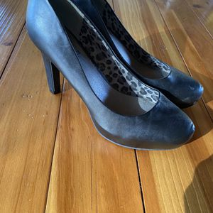 Guess Women's Heels for Sale in Raleigh, NC