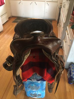 Saddle for sale brown in color comes with two bridals, blanket and pads $350 for Sale in Varna, IL