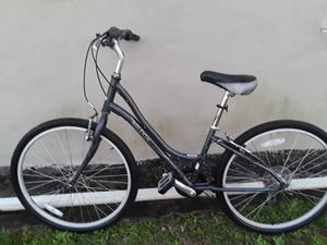 A NICE LADY BIKE RALEIGH TIRES SIZE 26INCHES EVERYTHING WORKS GREAT for Sale in Delray Beach, FL