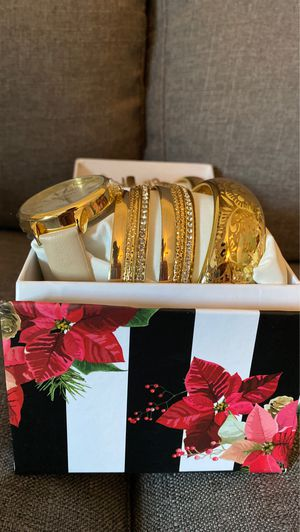 Gold and beige watch and bracelet set $12 per set for Sale in Miami, FL