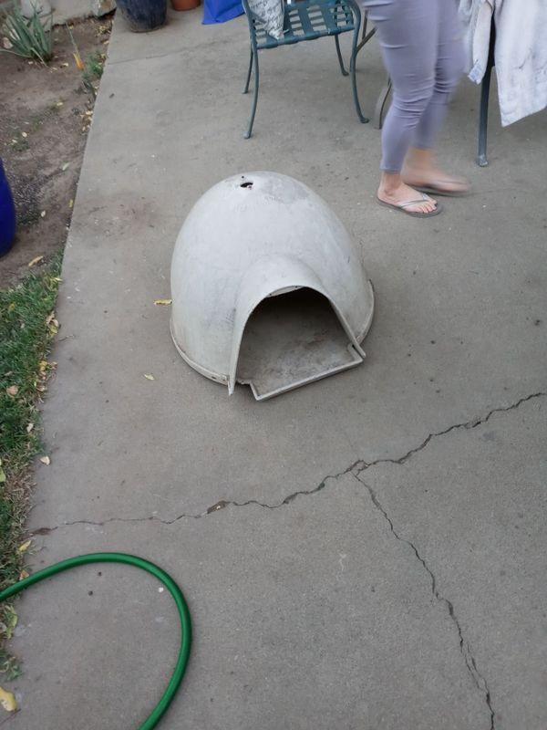Igloo dog or cat house