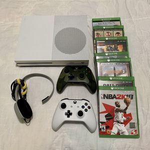 Xbox ONE S / Package for Sale in Miami, FL