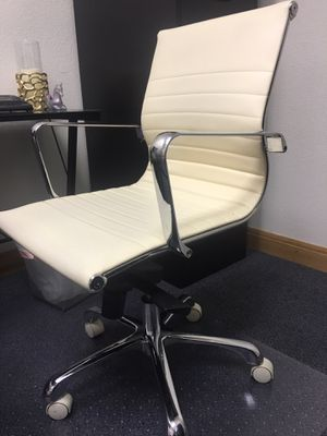 White office chair for Sale in Las Vegas, NV