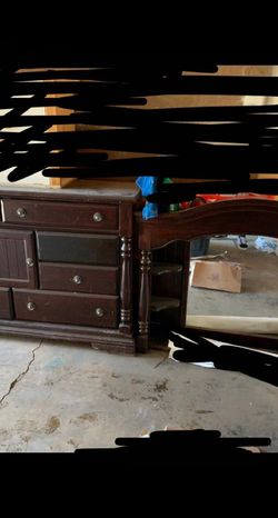 Bed And Vanity With Mirror for Sale in Colorado Springs,  CO