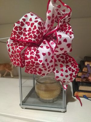 Table deco, will swap ribbon for Xmas or other holiday for Sale in Cleveland, OH