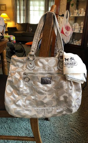 Coach Poppy Tote for Sale in Parma, OH