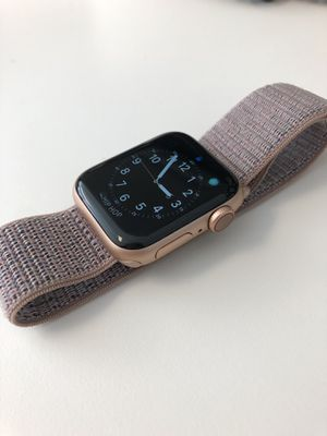 Apple Watch Series 4, GPS + CELLULAR, 40mm for Sale in Miami, FL