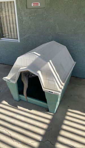 Dog house. Free for Sale in Desert Hot Springs, CA