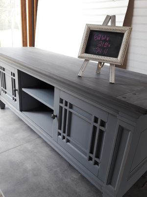 Mission style tv stand for Sale in Lombard, IL