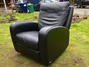 Natuzzi Leather Reclining Swivel Chair for Sale in Seattle, WA