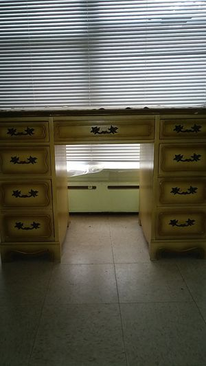 Small desk for Sale in Philadelphia, PA