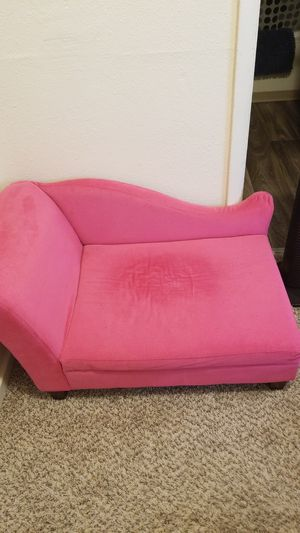 Pink dog couch for Sale in Tacoma, WA