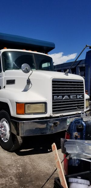 Mack Dump Truck for Sale in Miami Gardens, FL