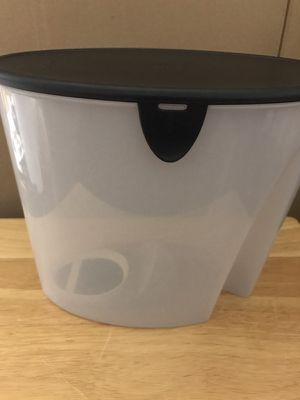 Tupperware 21 Cup Cereal Storage Container for Sale in Miami, FL