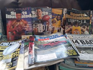 Lots of Sports Magazines (Sports Illustrated) as well as ESPN Magazine Pro Football Magazine National Geographic & History for Sale in Phoenix, AZ