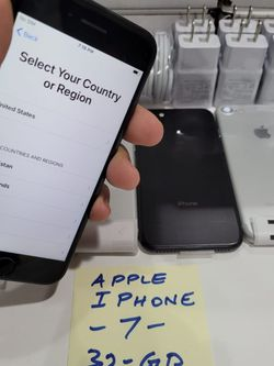 Apple iPhone 7 Unlocked 32GB in Excellent Condition Like New for Sale in Seattle,  WA