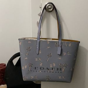 Coach Hawaiin Print Tote Bag for Sale in Miami, FL