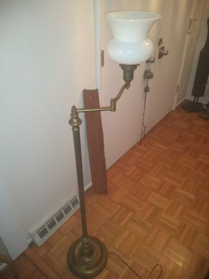 Vintage Brass Standing Lamp for Sale in Chesterfield, MO
