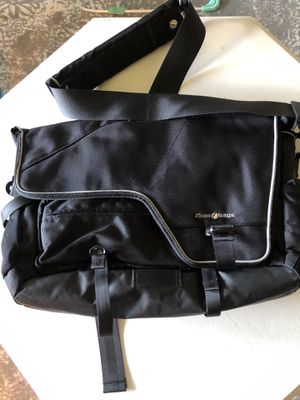 Zion Bags Messenger bag with waist straps for Sale in Vancouver, WA