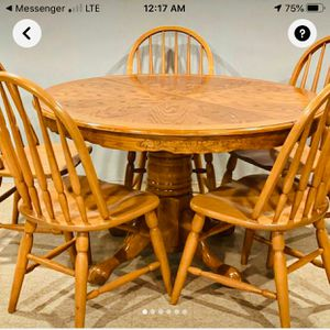 Dining room set and 6 chairs for Sale in St. Louis, MO