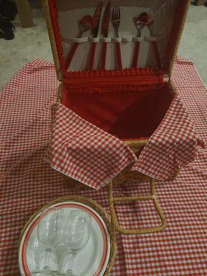 Vintage picnic basket for Sale in Henderson, NV