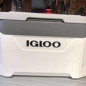Igloo latitude 50 cooler for Sale in Daly City, CA