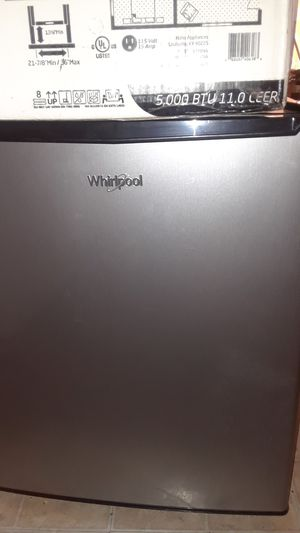 Whirpool mini refrigerator 2.7 for Sale in Montebello, CA
