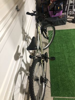 Road master granite pear 18 speed bicycle for Sale in Arlington, TX