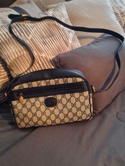 Authentic Gucci Crossbody Purse In Perfect Conditions for Sale in Fresno,  CA