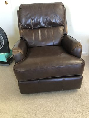Brown leather recliner chair FREE for Sale in Alameda, CA
