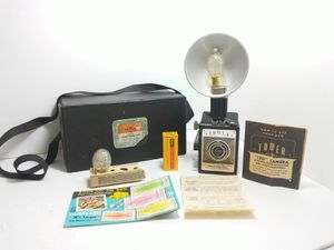 VINTAGE 1950s TOWER ONE TWENTY FLASH CAMERA with FLASH, 2 BULB, CASE, 2 Battery, INSTRUCTION for Sale in Orlando, FL