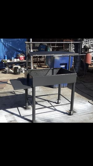 Selling a barbecue grill for Sale in Orange Cove, CA