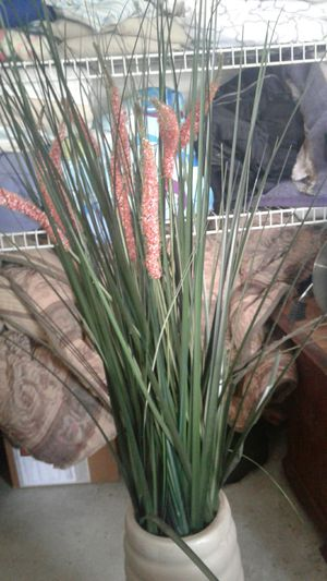 Cattail flower pot for Sale in Winter Haven, FL