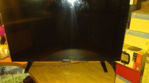 40 inch flat tv or wall mount very lightweight for Sale in Garden Grove, CA