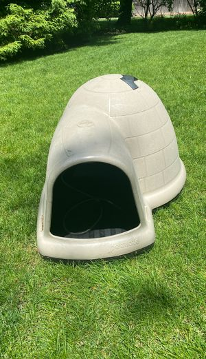 Large dog house with heating pad for Sale in Greenwich, CT
