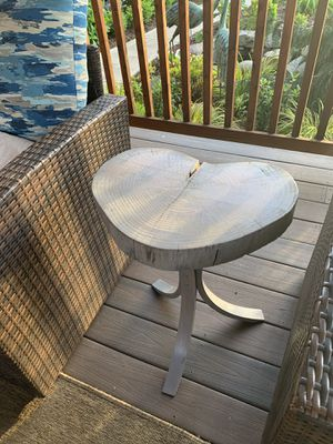 """Solid natural wood slab end table !!! 12"""" x 18"""" 24"""" H for Sale in Vancouver, WA"""