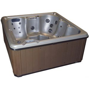 Six person hot tub for Sale in Boonsboro, MD