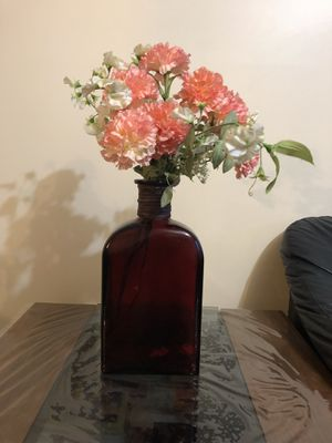 Beautiful vase with flowers for Sale in Lorton, VA