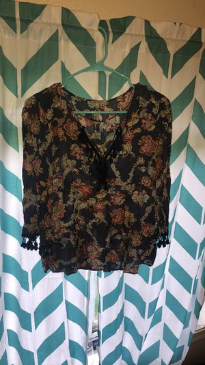 Floral long-sleeved top size small for Sale in Kearney, NE